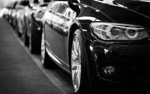 coches en fila para noticia novedades de 2018 en Renting Box
